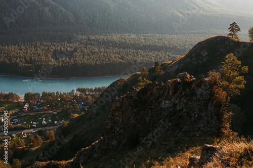In de dag Zwart Altai