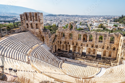 In de dag Athene Panoramic view of the Odeon of Herodes Atticus at Acropolis of Athens from above, Greece