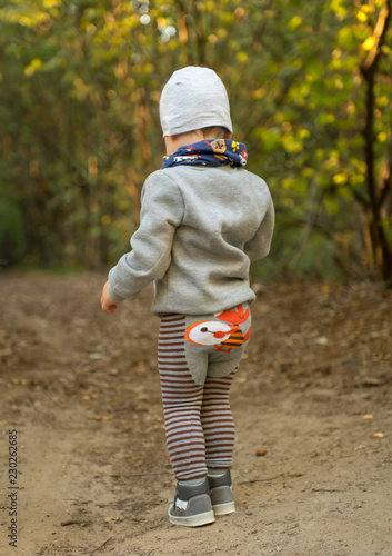 child autum wood