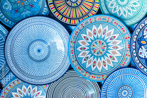 Photo  Beautiful colorful and traditional dish plates, Morocco in Africa