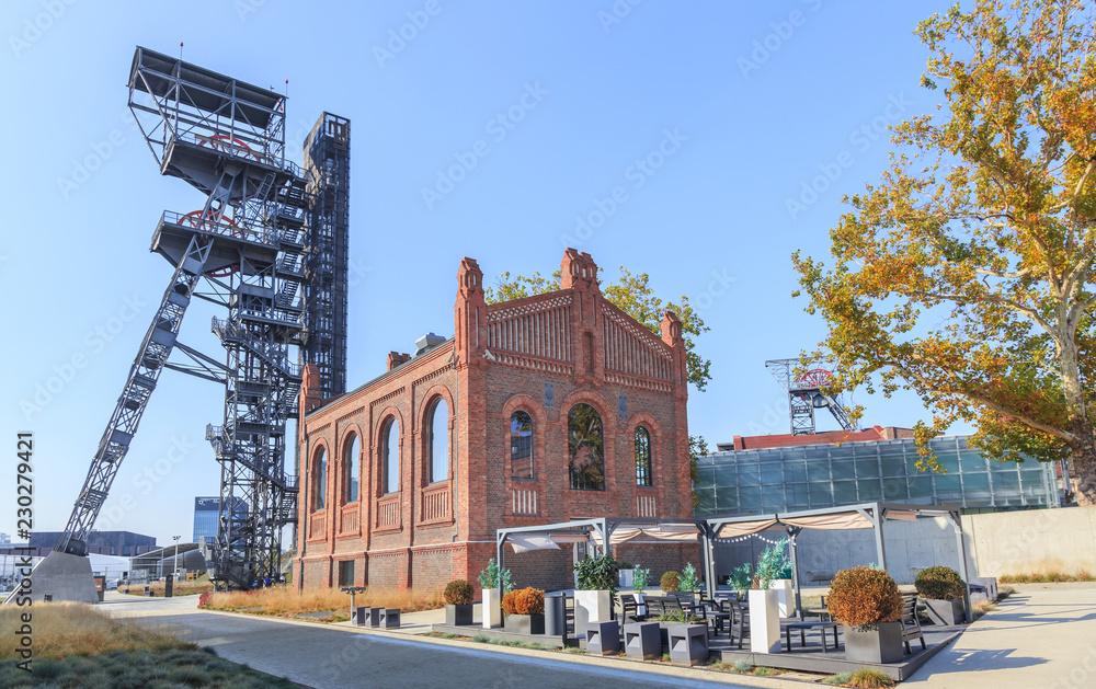 Fototapety, obrazy: Stary szyb i kompleks budynków położonych na terenie dawnej Kopalni Węgla Kamiennego w Katowicach