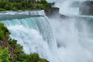 Wodospad Niagara. Widok z Niagara State Park na American Falls.