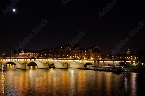 paryz-francja-21-pazdziernika-2018-nowy-most