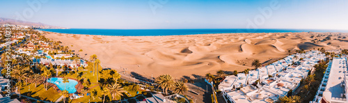 Photo sur Aluminium Iles Canaries Aerial view of the Maspalomas dunes on the Gran Canaria island. Panoramic view.