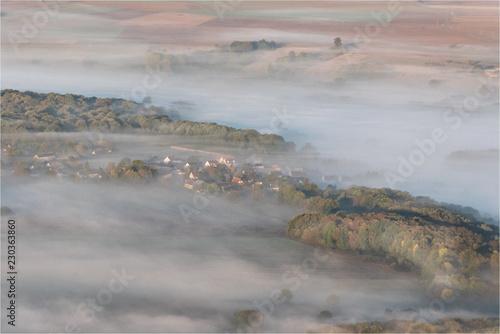 Fotografie, Obraz  vue aérienne de la brume sur la vallée de la Seine près de Vernon dans l'Eure en