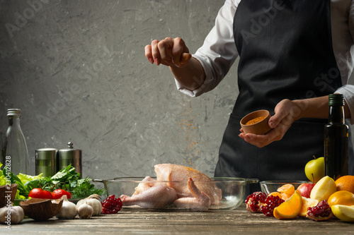 Photo  chef sprinkles frozen paprika, chicken with fruit close up, background for recip