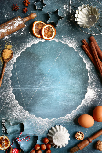 Fotografía  Food background with ingredients and props for baking