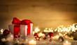 canvas print picture - Weihnachten Hintergrund mit Geschenk und rotem Band, Kerzen, Lichterkette, Weihnachtsdeko und Schnee
