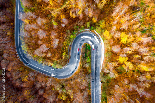 Foto  Winding curved road with cars and trucks on the road