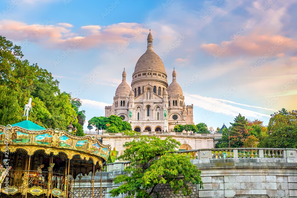 Fototapeta Sacre Coeur Cathedral on Montmartre Hill in Paris