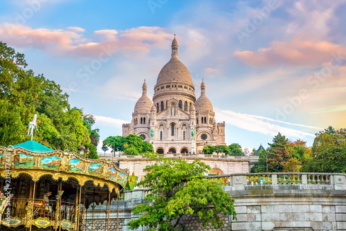 Photo sur Toile Paris Sacre Coeur Cathedral on Montmartre Hill in Paris
