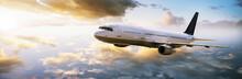 Flugzeug Fliegt In Den Sonnenu...