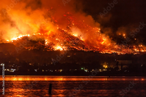 Wildfire near Lake Elsinore, California Tablou Canvas