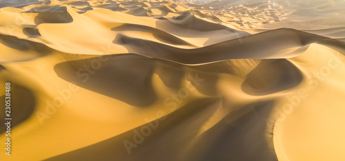 Photo sur Toile Desert de sable golden sand dunes panorama