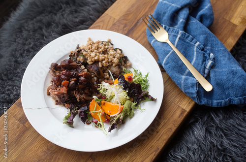 Tuinposter Eten meat with faro and salad