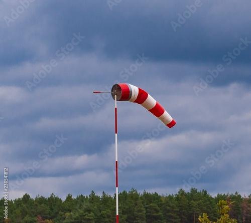 ein Windsack zeigt die Windrichtung an