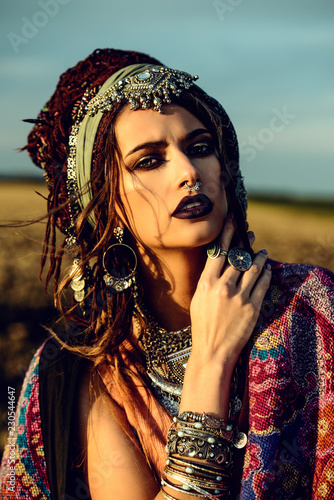 Photo sur Aluminium Gypsy portrait of hippie woman