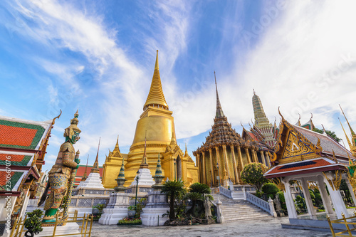Fotobehang Asia land Bangkok Thailand, city skyline at Wat Phra Kaew temple