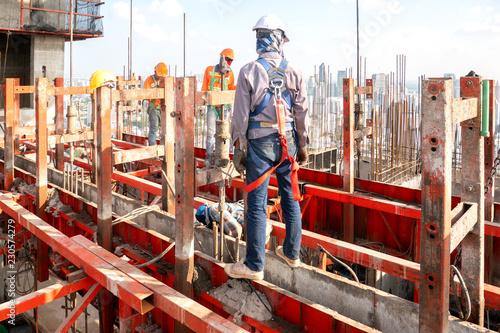 Fotografía  Construction worker wear standard personal protective equipment dismantle steel