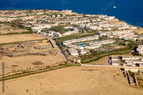 Deurstickers Luchtfoto Egypt from bird's-eye view, hotel building and red sea