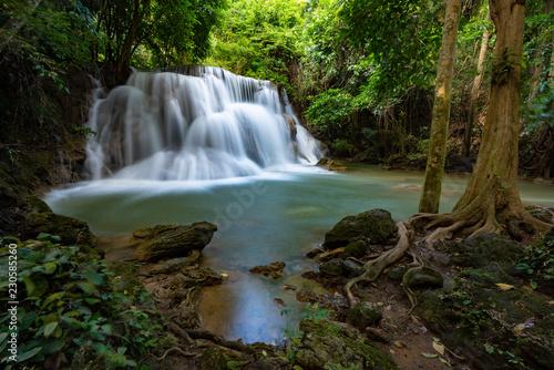 Fototapeten Wasserfalle Smooth falling water
