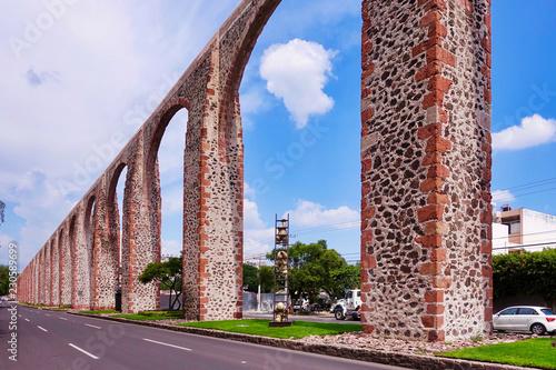 Foto auf AluDibond Lavendel Das Aquädukt von Queretaro in Mexiko