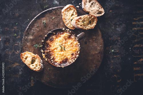 Soupe à L' Oignon et Gruyère Gratinée