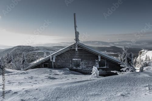 Verschneite Schutzhütte auf dem Gr. Arber Canvas Print
