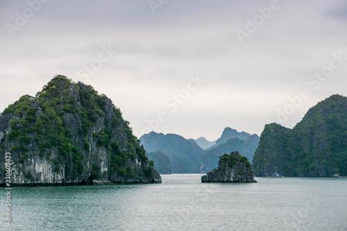 Foto  Famous Halong bay in Vietnam, UNESCO