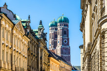 Famous Munich Cathedral - Lieb...