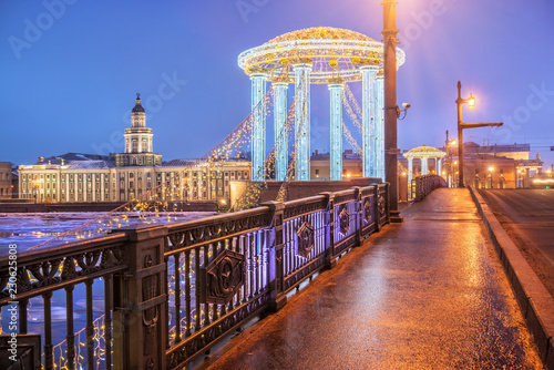 Canvas Prints Bridge Кунсткамера и Новогодняя беседка на мосту Kunstkamera and the New Year's Arbor on the Palace Bridge