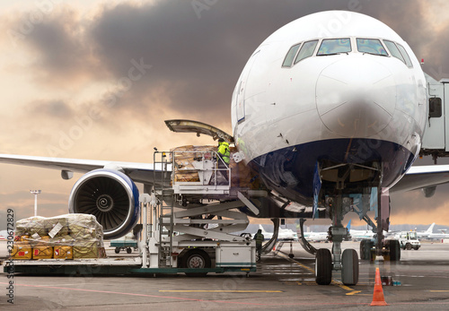 Valokuva  loading cargo into the aircraft before departure with nice sky