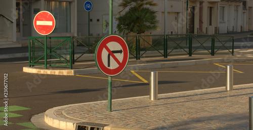Fotomural  panneaux de signalisation en ville