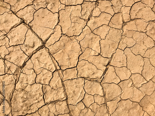 Foto  Earth ground crack with dust and rough dry surface texture ,Drought land lack of water (Climate change)