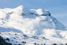 Grosse Avalanche En Montagne Dans Les Alpes à Flaine