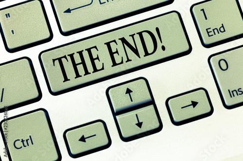 Fotografía  Word writing text The End
