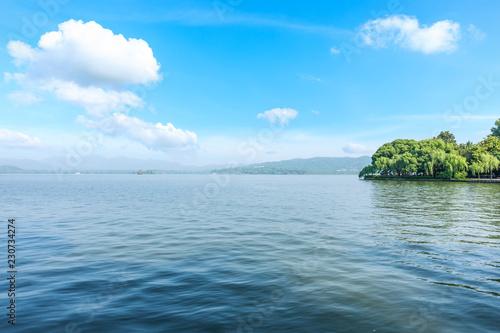 Keuken foto achterwand Meer / Vijver Beautiful lake and mountain nature scenery at hangzhou