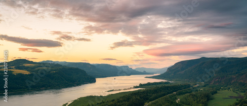Fotografía Columbia river gorge at sunset