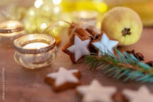 weihnachtliche Tischdeko mit Zimtsternen