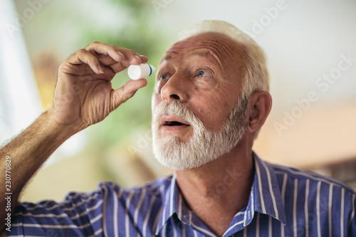 Fotografía Elderly Person Using Eye Drops