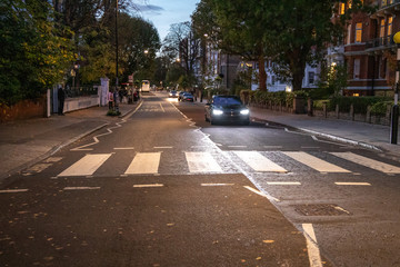 Abbey Road Zebrastreifen bei Nacht, London