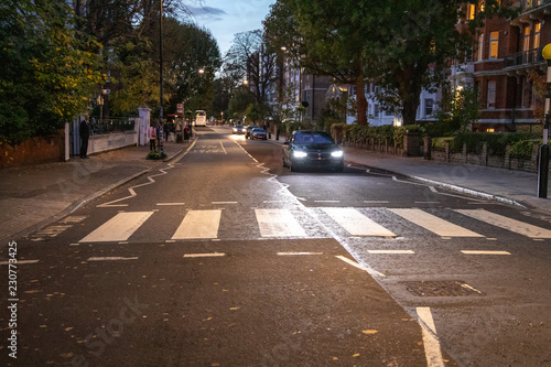 Photo sur Toile Europe Centrale Abbey Road Zebrastreifen bei Nacht, London