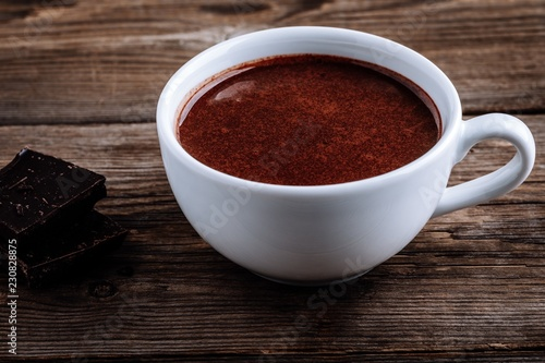 In de dag Chocolade A cup of hot chocolate or cocoa on wooden background
