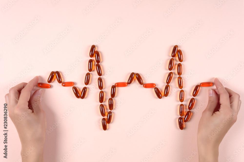Valokuva Hands holding heartbeat from lecithin capsules
