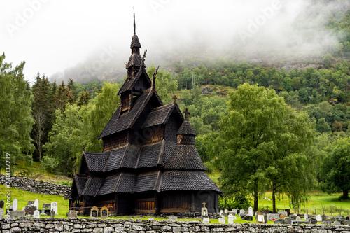 Papiers peints Con. ancienne Borgund stave church (stavkyrkje) in Norway in cloudy weather