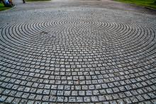 Circular Design Cobblestone Pa...