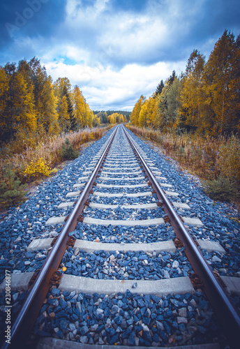 Fotografía  Autumn railway view from Sotkamo, Finland.