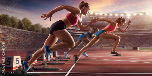 Foto  Female athletes sprinting