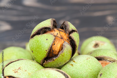 Fotografia, Obraz  cracked ripened walnuts