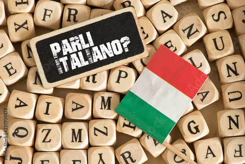 Leinwand Poster Verschiedene Buchstaben, Flagge von Italien und Frage Sprechen Sie Italienisch